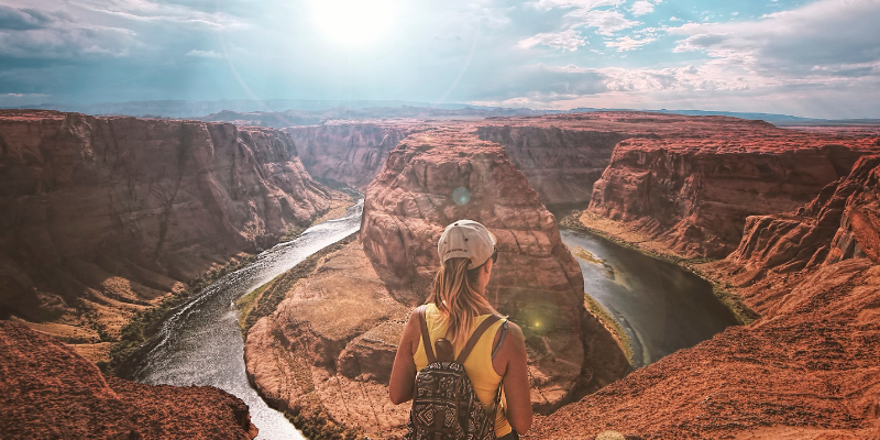 How many people have completed a continuous lengthwise hike through the Grand Canyon?